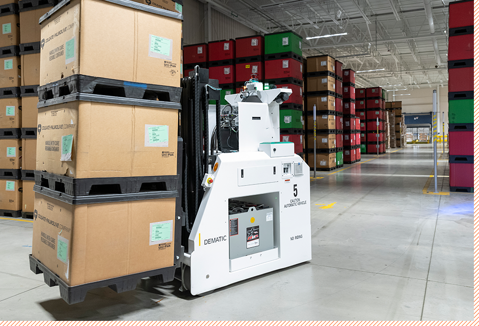Robot moving pallet
